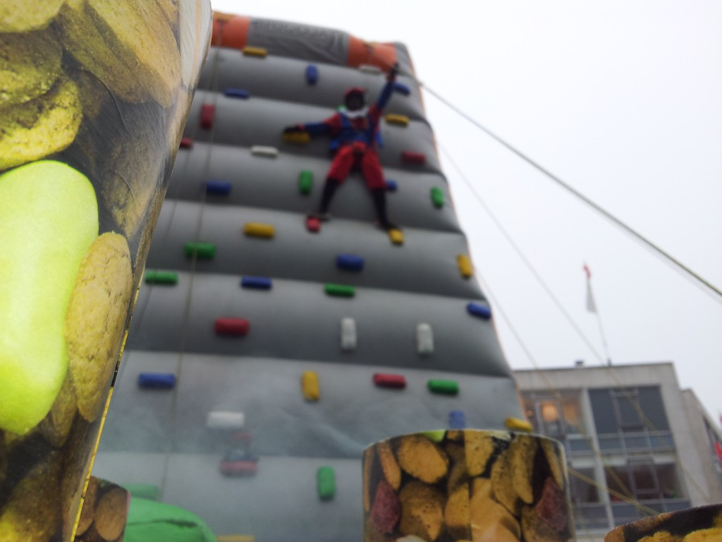sinterklaas en zwartpiet klimwand 9 meter