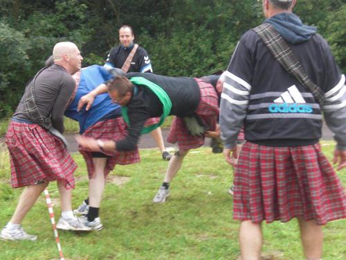 Schotse spelen incl. aankleding  € 565,- tot 20 personen > 20 pers 27,50 p.p. (bij u op locatie)